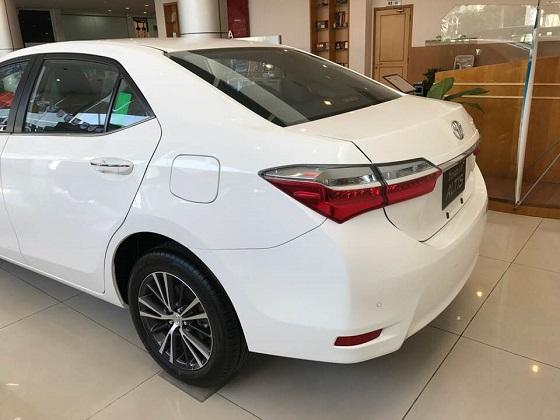 Altis 2.0V Luxury đuôi