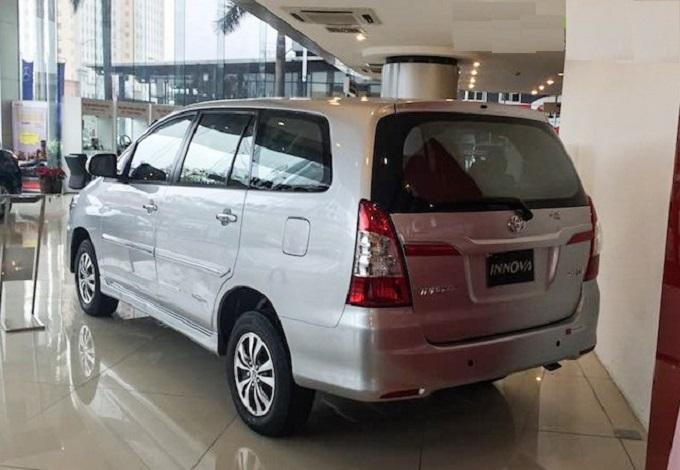 Phần Hông Toyota Innova 2.0E 2016