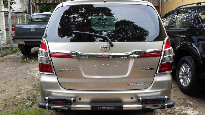 Đuôi xe Toyota Innova 2.0V 2016