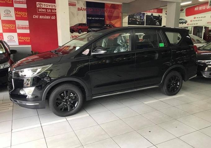 hong-xe-innova-2018